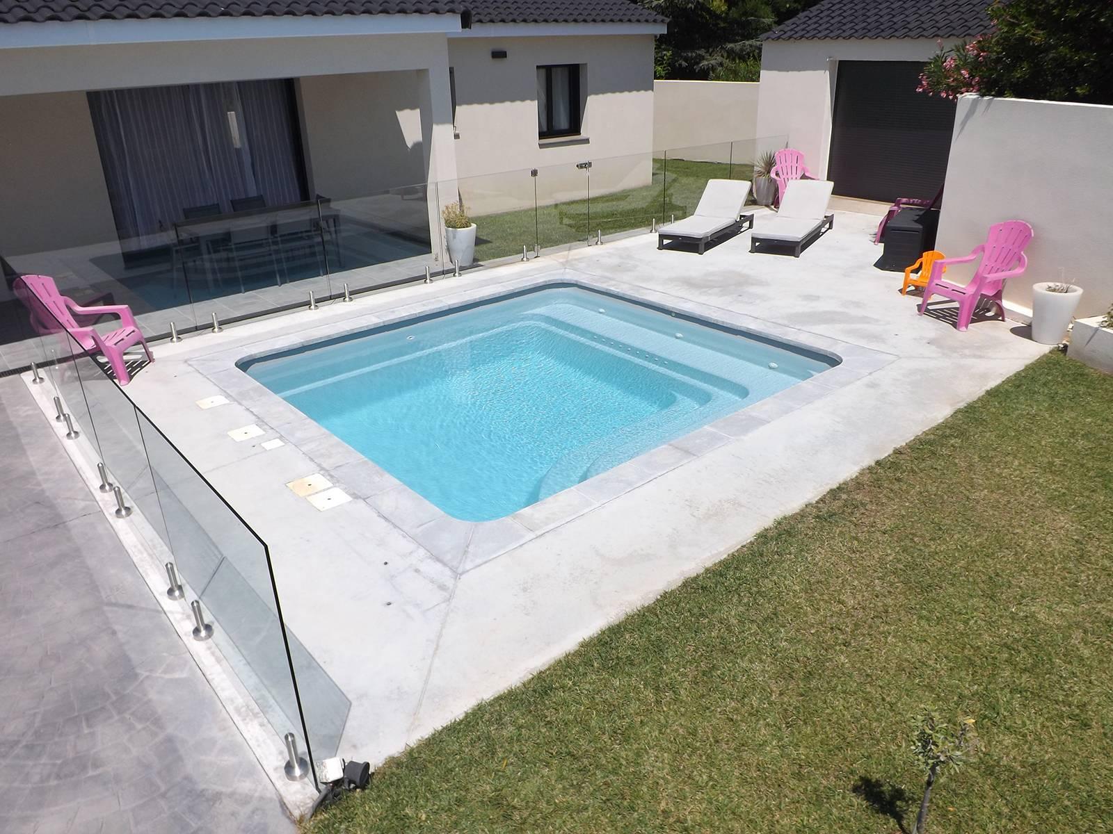 Installer une piscine carrée chez soi