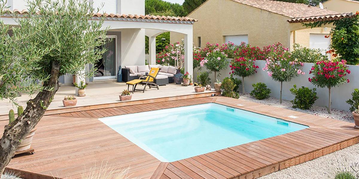 Pose de piscine carrée fond plat Poitiers